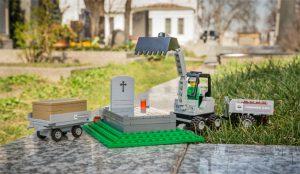 LEGO se muda al cementerio y la muerte le sienta estupendamente