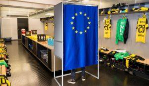 ¿Urnas en vestuarios de fútbol y rings de boxeo? Esta campaña quiere que diga sí a Europa