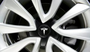 Tesla se tira a la yugular de Uber con el lanzamiento de un millón de