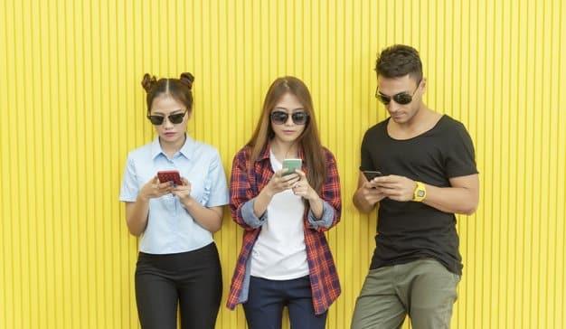 Restringir el uso a los adolescentes del móvil no es buena idea
