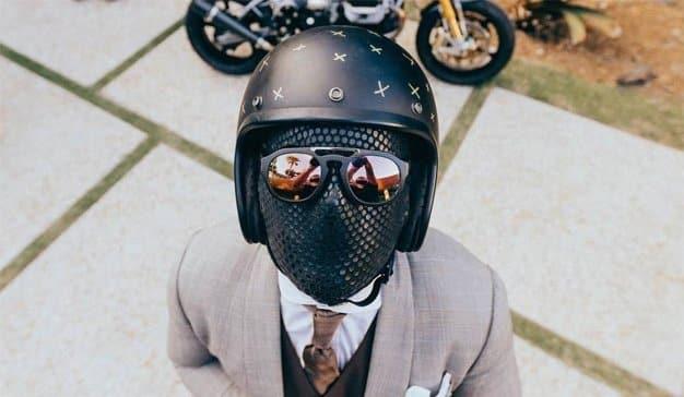 The Suited Racer: el influencer enmascarado que hechiza a Instagram sin dar la cara