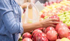 Aldi quiere cobrar un céntimo de euro por las bolsas de plástico para frutas y verduras