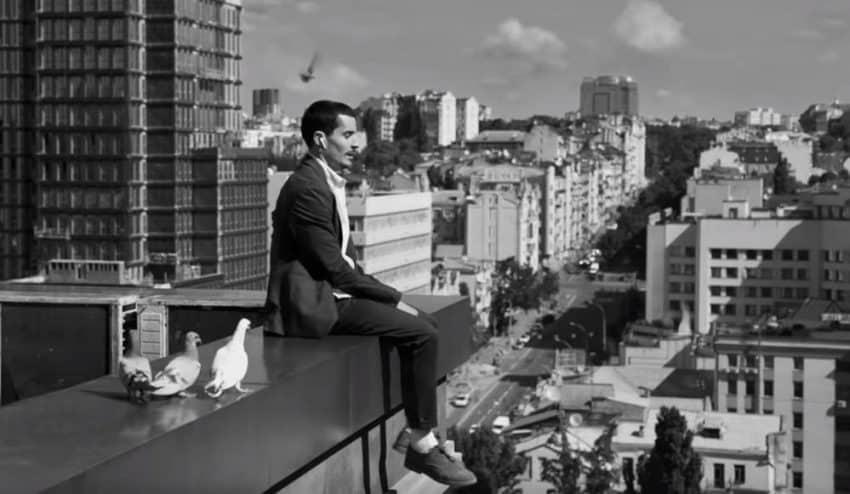 El nuevo spot de Apple convierte la ciudad en un trampolín musical gracias a los AirPods