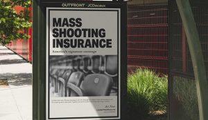 Un falso anuncio de seguros para tiroteos alerta del peligro de las armas de fuego