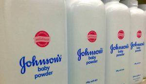Condenan a pagar 325 millones de dólares a Johnson & Johnson por contribuir al desarrollo del cáncer con sus polvos de talco