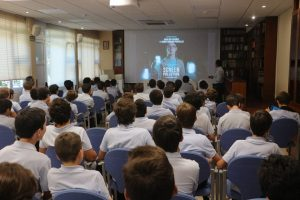 Multiópticas lleva a los colegios su campaña Screen Pollution para promover un uso responsable de las pantallas