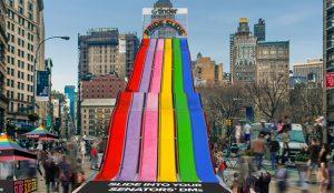 Tinder instala en Nueva York un gigantesco tobogán del color del arcoíris para festejar el Orgullo