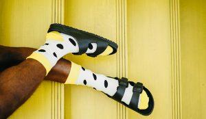 Birkenstock lanza una línea de cuidado para la piel hecha con corcho, como sus sandalias