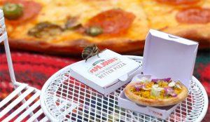 Esta diminuta pizza de Papa John's quiere hacer la boca agua a las abejas