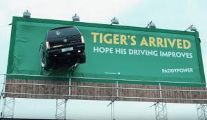 Paddy Power da la bienvenida a Tiger Woods recordando el accidente de su Cadillac Escalade