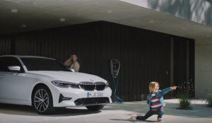 BMW presenta sus híbridos enchufables con una atrevida campaña de Jung von Matt