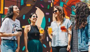 El consumo de alcohol entre jóvenes: diferencias entre los Millennials y la Generación Z
