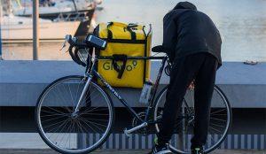 Uber Eats y Deliveroo tientan a Glovo, que se enfrenta a una difícil decisión