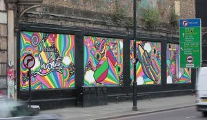 Las marcas de lujo buscan viralidad apostando por los grafitis