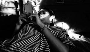 Casi la mitad de los menores de 16 y 17 años recibe contenido sexual en su smartphone