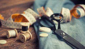 Las 10 marcas de ropa y calzado que más van al sastre (del gasto publicitario) en España