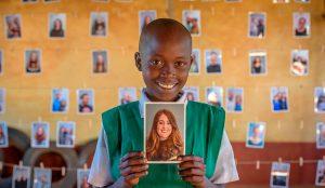 El apadrinamiento de niños en riesgo de pobreza extrema da un giro de 180º con esta emocionante campaña