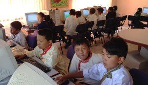 La ONG eMalaya quiere enseñar a programar a alumnos de secundaria en Nepal