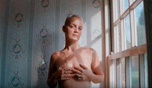 Esta emocionante campaña contra el cáncer de mama convierte la caída del cabello en un 'precioso' símbolo de lucha