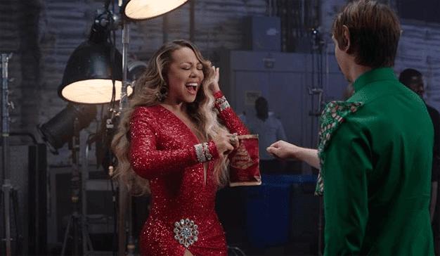 Mariah Carey da un cómico giro patatero