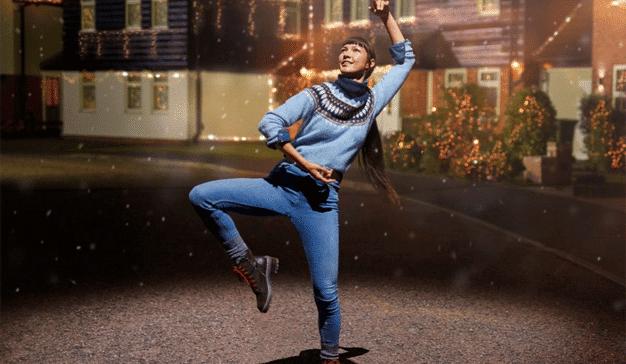 Los jerséis enhebran la aguja en este festivo y danzarín spot de Marks & Spencer