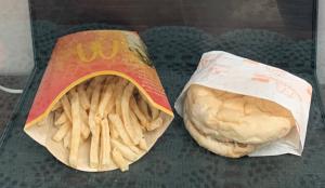 ¿McDonald's incorruptus? Así están sus hamburguesas y patatas fritas tras envejecer 10 años