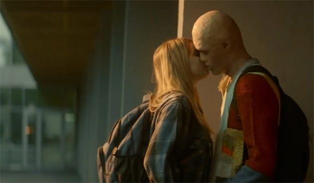 """En este spot protagonizado por un joven con el rostro quemado hay solo una cosa que """"chirría"""""""