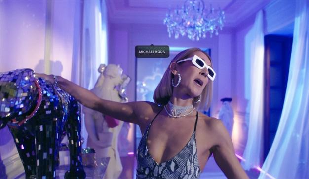 El hortera fantasma de los 90 acecha a Céline Dion en este nostálgico spot para Instagram
