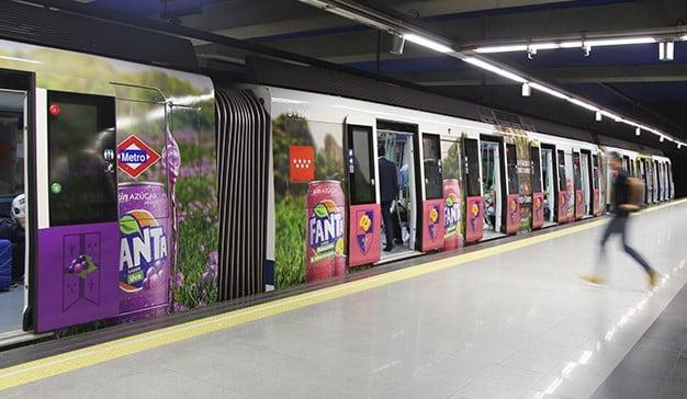 La publicidad también coge el transporte público para llegar hasta los consumidores