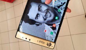 El hermano del narcotraficante Pablo Escobar lanza un smartphone plegable