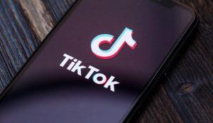 TikTok envuelta en polémica por acusaciones de censura política