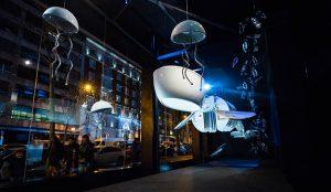 Un 'Océano de plástico' inunda el nuevo escaparate de Roca Madrid Gallery