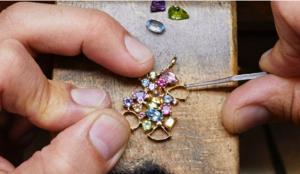 Caso Tous: la polémica continúa y la marca defiende la legalidad de la técnica empleada en sus joyas