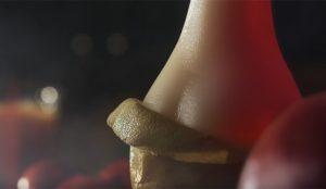 Porno con sabor a fruta: una pera protagoniza un sexy