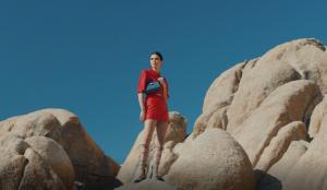 Kendall Jenner y el desierto de California protagonizan esta campaña de Longchamp