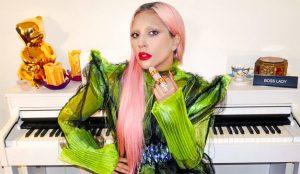 Lady Gaga le hace una