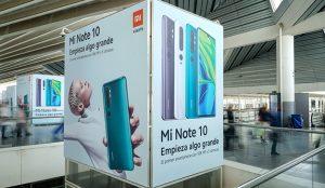Exterior Plus decora los ascensores de Atocha, de la mano de Xiaomi, presentando el nuevo Mi Note 10