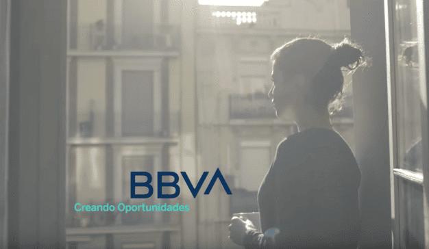 BBVA lanza una campaña para anunciar sus nuevos servicios online mientras nos recuerda el #QuédateEnCasa