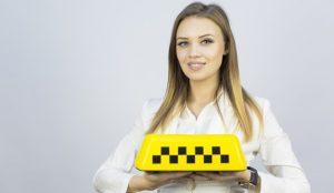 El sector del taxi atrae a más mujeres debido a su flexibilidad laboral y mayor autonomía