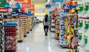 Los consumidores españoles moderan su consumo de productos básicos no perecederos