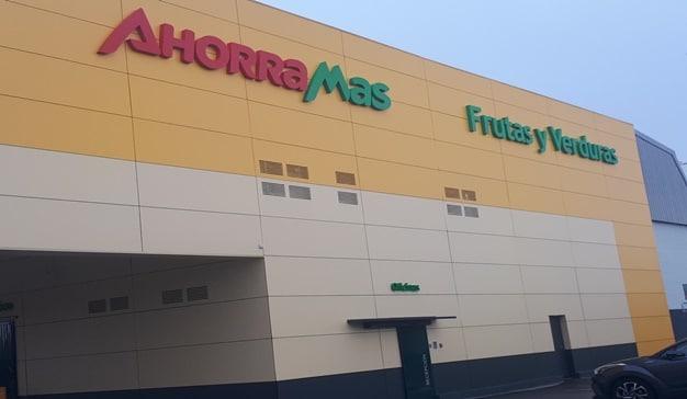 Supermercados Ahorramas cede a Cruz Roja un almacén logístico en Mercamadrid para el reparto de bienes frente al COVID-19