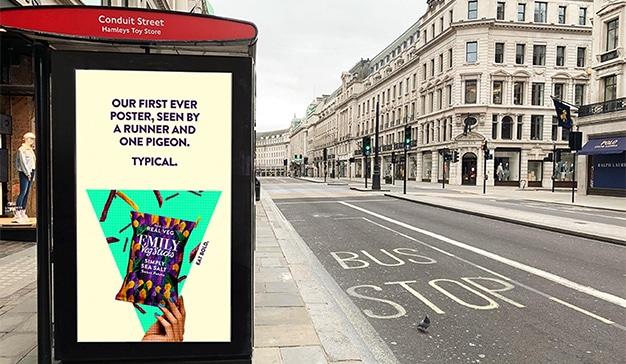Estos ocurrentes anuncios solo los ven los runners y las palomas, pero ¿qué más da?