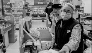 Un grupo anónimo de publicistas y fotógrafos de España pide perdón a los héroes de la pandemia