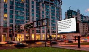 La publicidad exterior de Reino Unido se llena de mensajes de agradecimiento a los sanitarios