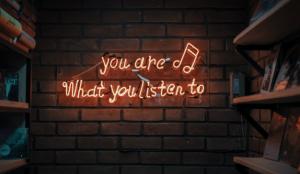 Aumenta el uso de altavoces inteligentes como dispositivo para el consumo de audio online