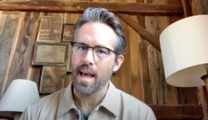 Ryan Reynolds echa mano de una presentación de PowerPoint en esta campaña de Mint Mobile