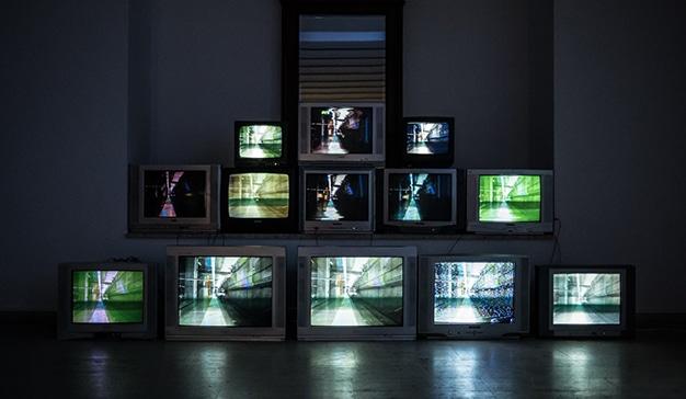 El consumo de televisión aumentó un 30% en abril, mientras que la presión publicitaria cayó más del 30%