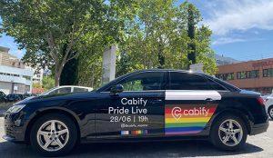 Cabify celebra el primer desfile del Orgullo desde sus vehículos