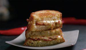 Esta campaña es un auténtico festín para los sentidos y hará salivar a los fans del queso