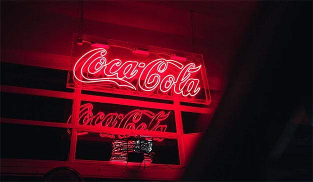 Se suma ahora Coca-Cola a presión sobre Facebook
